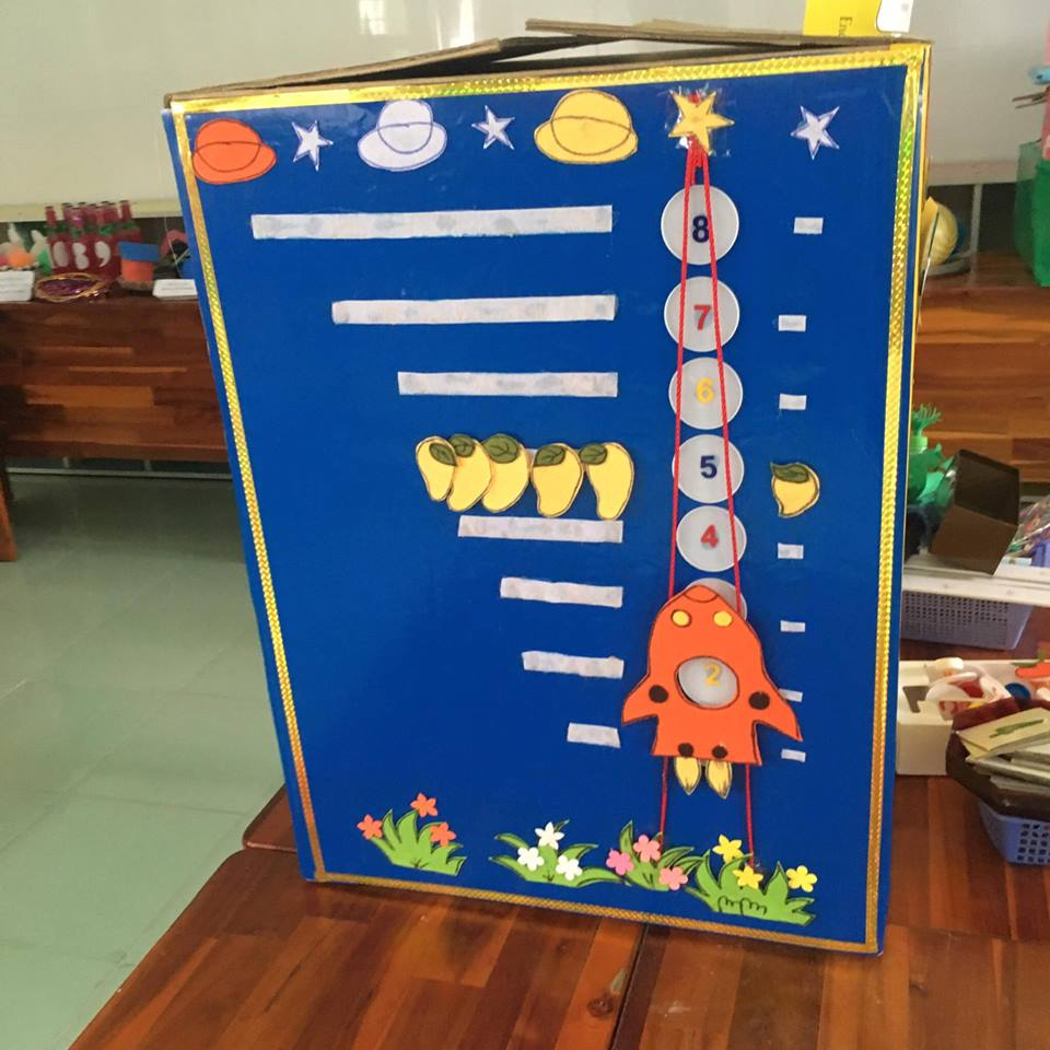 Hội thi làm đồ dùng đồ chơi tự tạo cấp cơ sở năm học 2016 - 2017